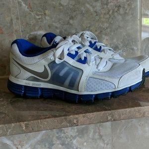 Nike dual fusion sneakers so 8.5